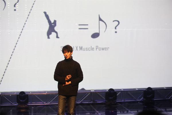 김세옥 씨가 비보잉을 안무하는 인공지능 '비보이 X AI' 개발 과정을 설명하고 있다